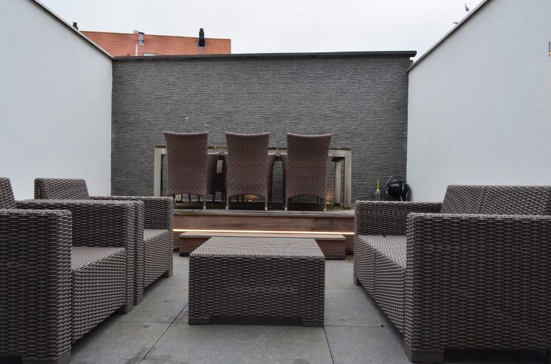 Verzorgd nieuwbouwappartement met terras te Oostende.