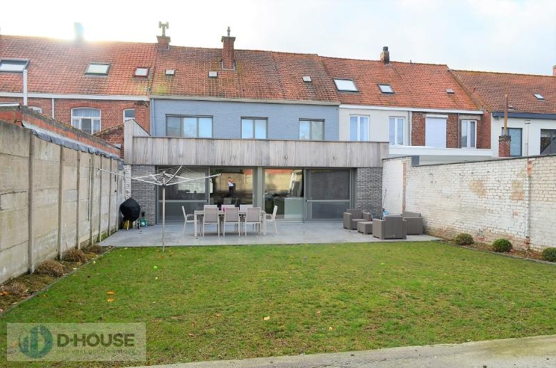 Verrassend ruime en prachtig gerenoveerde woning te Izegem.