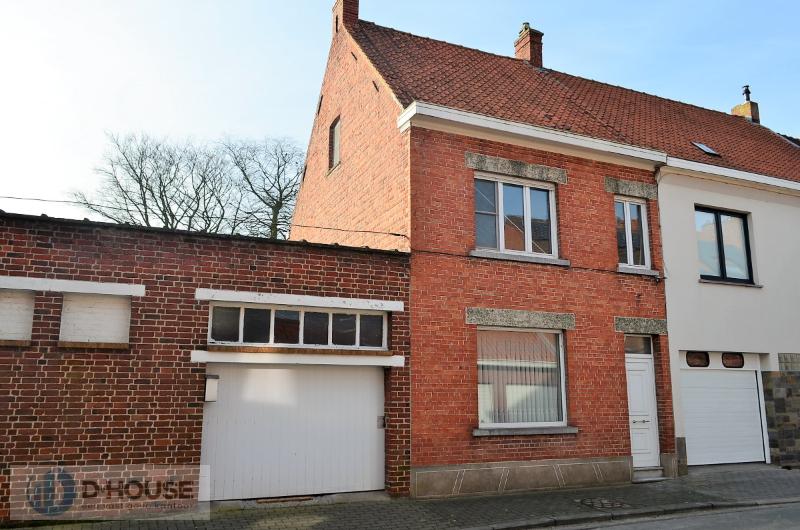Te renoveren woning in het centrum van Ingelmunster.