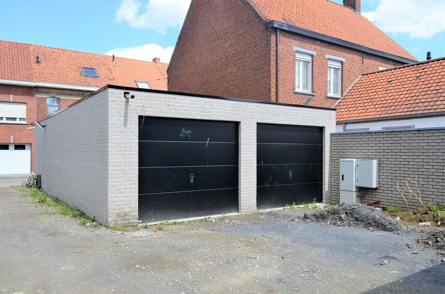 15 nieuwbouwgarages in het centrum van Ingelmunster.