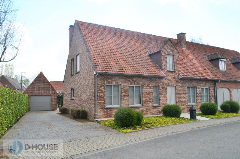 Verzorgde halfopen woning in rustige woonwijk te Lendelede.