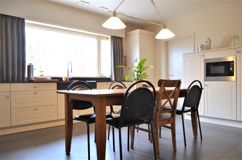 Landelijk gelegen villa op 3128 m² te Koolskamp.