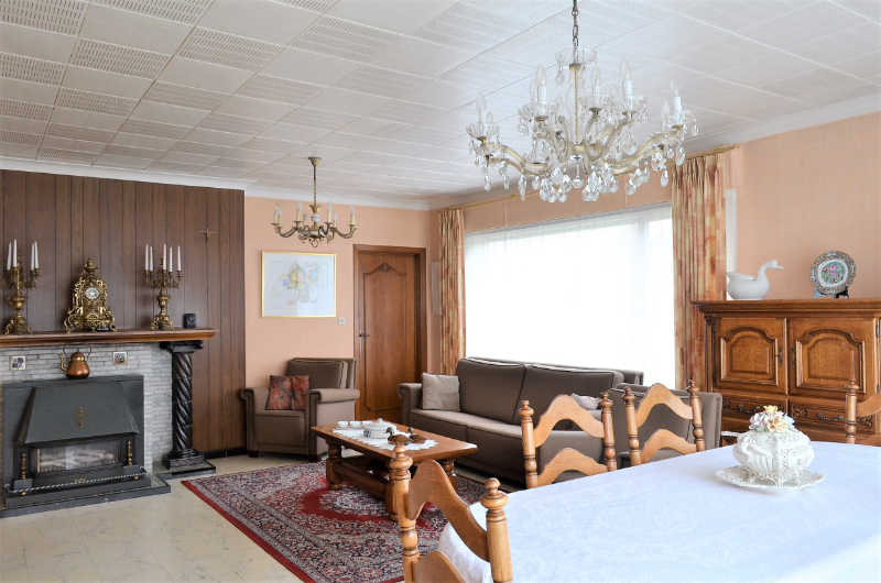 Alleenstaande woning met zéér veel mogelijkheden te Ingelmunster.