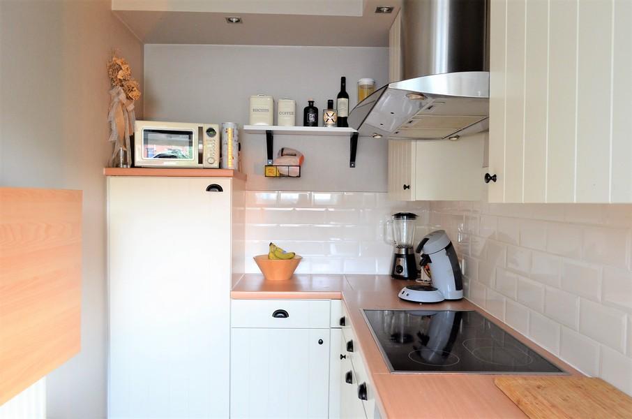Verzorgde instapklare halfopen woning in rustige woonwijk te Emelgem.