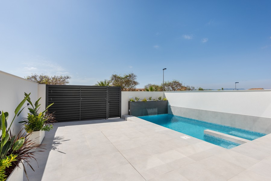 Villa's ontworpen met hoogwaardige materialen gelegen in Benijofar