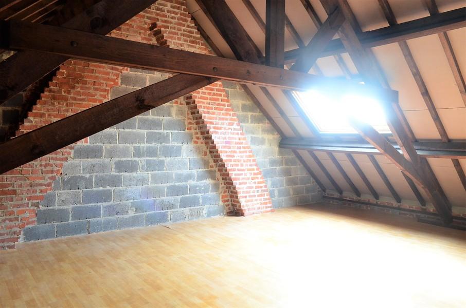 Verzorgde woning met garage in woonwijk te Ingelmunster.