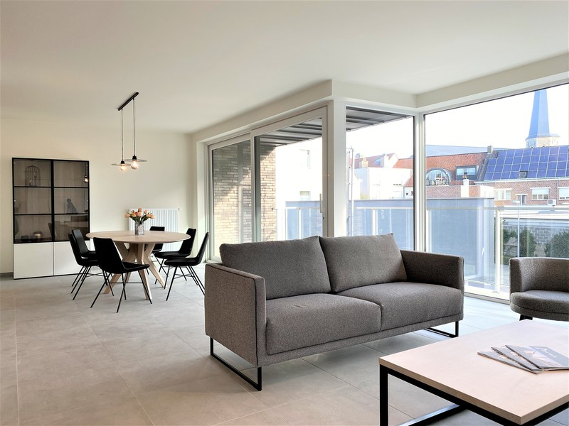 Luxueus afgewerkt nieuwbouwappartement in hartje Deerlijk.